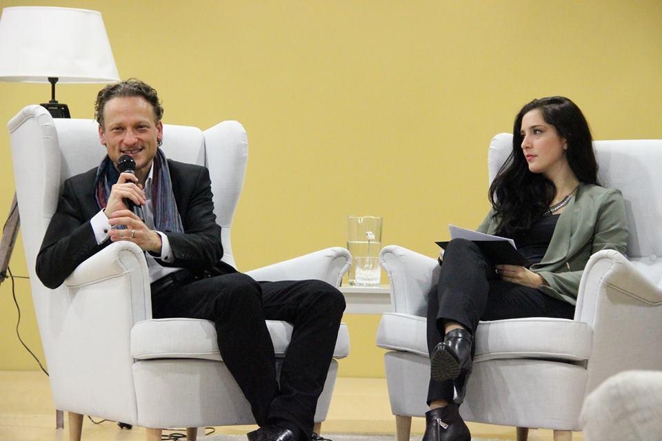 Slika 1: g. Daniel Gregorič, direktor INDIVIDA & Partnerji, d.o.o in kitarist skupine Big Foot Mama ter gdč. Sabina Đuvelek, strokovna direktorica Zavoda Ypsilon.